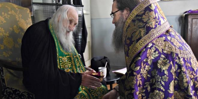 Soluția nu este să vă cufundați zilnic în jurnalele lor de știri! (Starețul Ieremia din Athos, la 100 de ani)