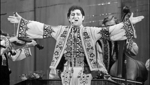 Interpretul de muzică populară Nicolae Sulac. Captură de pe internet