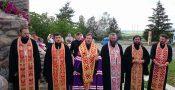 Sfințirea unui complex creștin, la intrare în localitatea Slobozia-Cremene