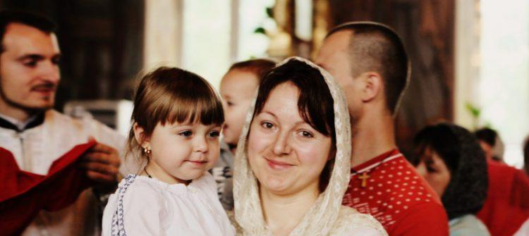 Un mare procent din credinţa mamei se transmite copilului